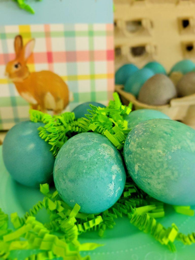 Natural dyed Easter eggs, Easter egg natural dye, cabbage dye for Easter eggs, dying robin egg blue eggs naturally