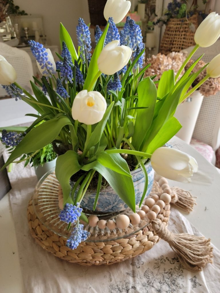 spring, centerpiece flowers, spring floral style, cottage style, floral design