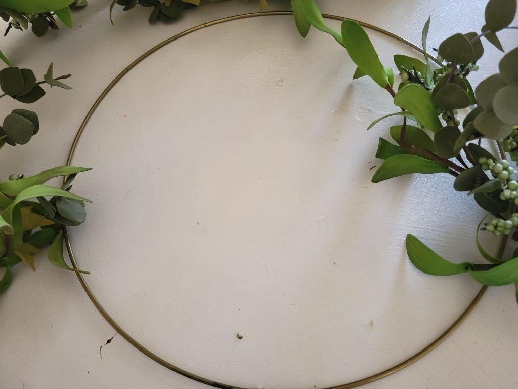 gold wire hoop, wreath hoop, wreath making, diy wreath, easy wreath, make a wreath in two minutes